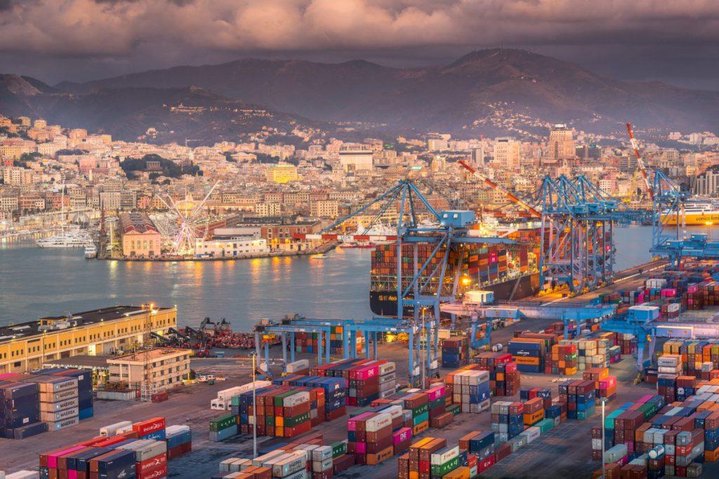 The port of Shenzhen: shipping company in Shenzhen
